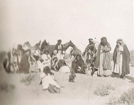 De Ruwala Beoeïnen met in het midden prins Nuri ibn Hazza ibn Sha'lan